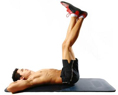 Động tác gập bụng chân cao giúp cơ bụng săn chắc