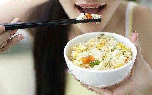 Ăn cơm đúng cách giúp giảm béo