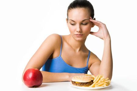 Nhiều người phân vân nên ăn kiêng hay tập thể dục