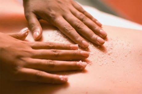 Massage đùi với muối