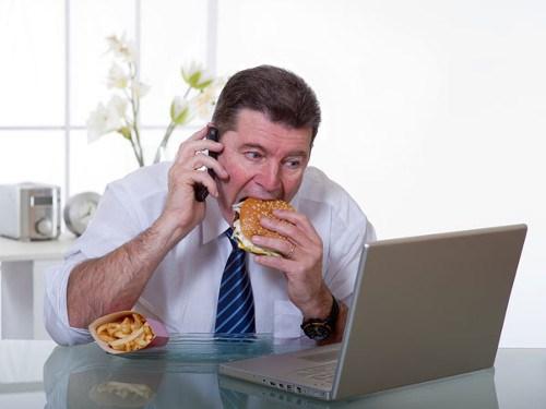 Chế độ ăn uống không phù hợp sẽ gây ra mỡ thừa
